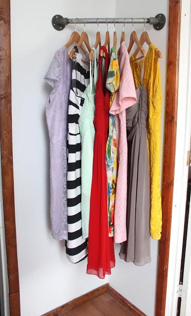 Corner closet rack